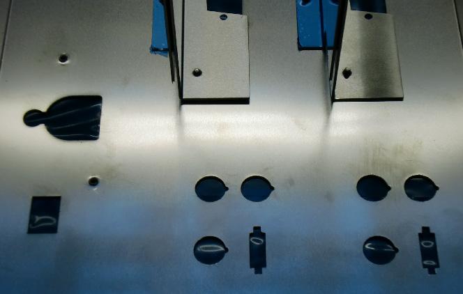 レーザー加工 アルミt1.0加工品